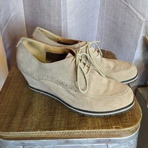 Vintage Isaac Mizrahi tan suede oxford wedges